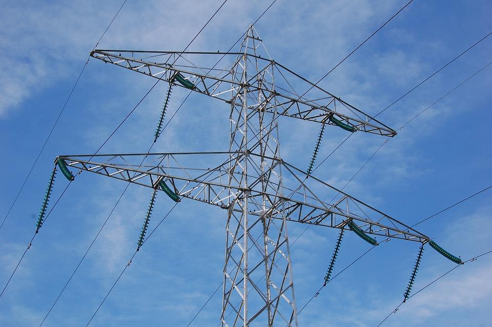 Les communes en recours contre la décision de garder les lignes à haute tension aérienne à Oisquercq
